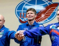 Rusas ir amerikietis, nežiūrint į sankcijas, išskrido metams į TKS