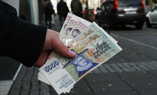 """Islandijos vyriausybė siūlo iš komercinių bankų atimti  galią  """"daryti"""" pinigus"""