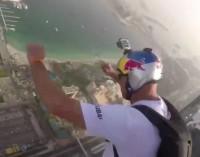 Adreanalino fanai – šuolis nuo dangoraižio [video]