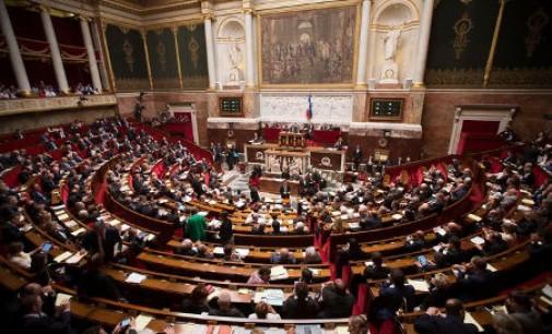 Prancūzų įstatymų leidėjai siūlo žymiai išplėsti kontrolę komunikacijų srityje
