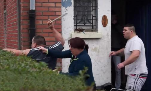 Prancūzijos Kalė uoste pabėgėliai užėmė keltą [video]