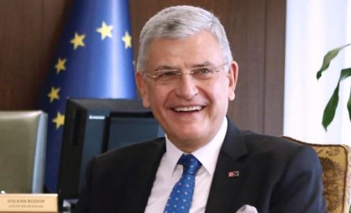 Turkijos ministras: Europa turi priimti iš mūsų pabėgėlius vienas už vieną formatu