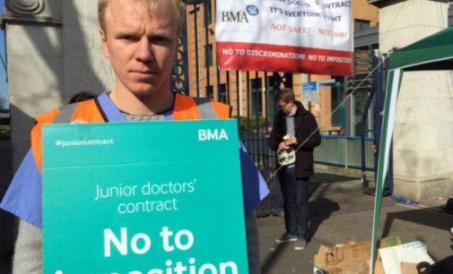 Anglijoje vyksta plataus masto gydytojų-asistentų streikas