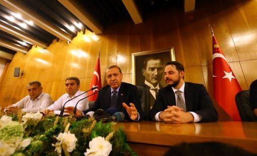 """Daily Mail: Erdoganas maištą Turkijoje pavadino """"dievo dovana"""""""