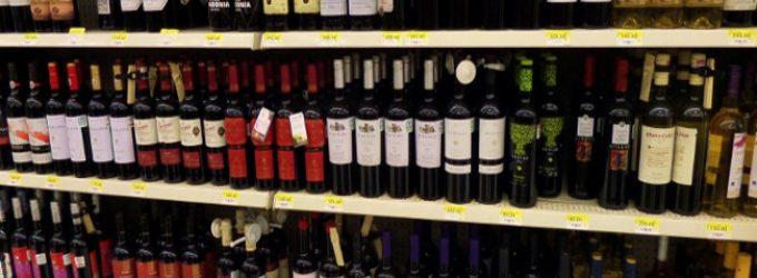 Alkoholio pardavėjai dokumento reikalaus tik kilus abejonių dėl pirkėjo amžiaus
