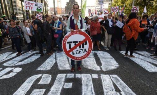 ES įkalbinėja Valoniją pirmadienį pasirašyti CETA sutartį su Kanada