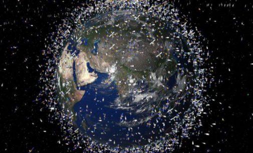 Japonija išbandys naują būdą pašalinti kosmoso šiukšlėms