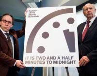 Trampo dėka Paskutiniojo Teismo dienos Laikrodžio rodyklės pervestos į priekį