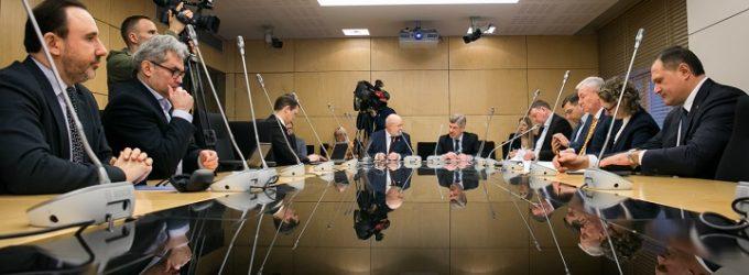 Liberalai prakalbo apie etiką, pareikalavę atsistatydinti Seimo tarnybinės etikos komisijos vadovą