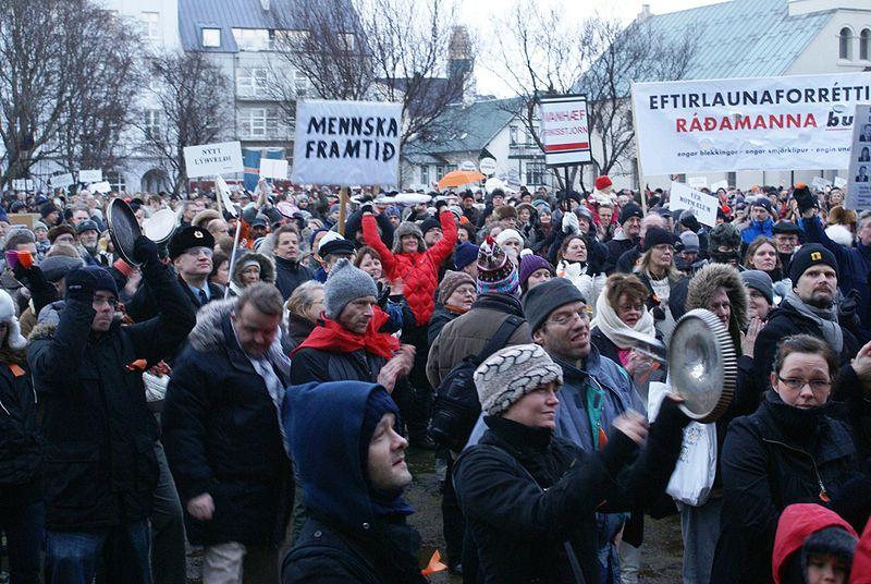Islandai protestuoja
