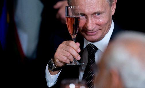 """Barniai amerikiečių """"beprotnamyje"""" gresia Vakarams griūtimi, o Europai – rusų kalba"""