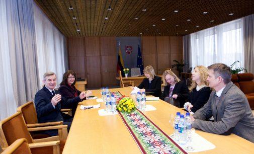 Seimo Pirmininkas susitiko su keliomis NVO ir susitarė, kad jos palaikys draudžiančias smurtą prieš vaikus pataisas