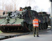 Iš Vokietijos atgabenama NATO pajėgų bataliono sunkioji kovinė technika