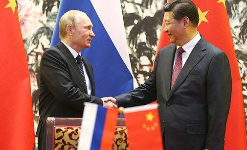Maskva ir Pekinas lėtai bet užtikrinai užspaudžia doleriui kvėpavimą