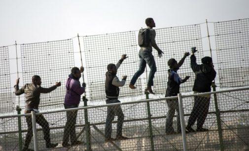 Vengrams gali grėsti iki metų kalėjimo už pagalbą nelegaliems migrantams