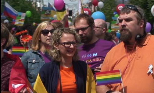 Liberalė A. Armonaitė teigia, jog Seimas tai vieta, kur gera demonstruoti LGBT tematikos fotografijas
