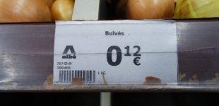 """Pricer palygino šviežių bulvių kainas prekybos centruose ir įvardijo """"Akcijų"""" juose esmę"""
