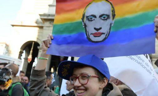 Airijos senatoriai išklausinėjo Rusijos pasiuntinį apie gėjų kankinimus