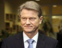 Seimas po svarstymo pritarė Konstitucijos pataisoms, kurios leis kandidatuoti Rolandui Paksui į prezidentus