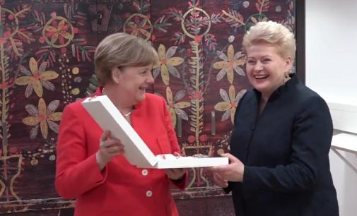 Lietuvos prezidentė Vokietijos kanclerei Angelai Merkel įteikė valstybinį apdovanojimą