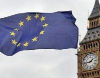 """Theresa May po """"brexit"""" siūlo ES piliečiams persikėlėlio statusą"""