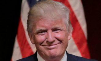 JAV Aukščiausias Teismas iš dalies davė eigą Trampo antiimigraciniam įsakui