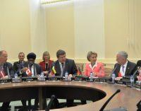 NATO šalių gynybos ministrai pasirašė Briuselyje bendrą deklaraciją