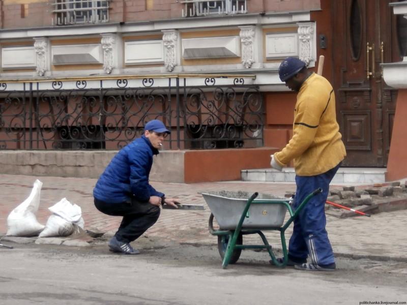 Pabėgėliai dirba