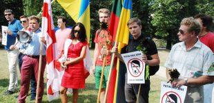 Konservatorius M. Adomėnas prie Rusijos ambasados organizuoja protestą prieš Gruzijos žemių okupaciją