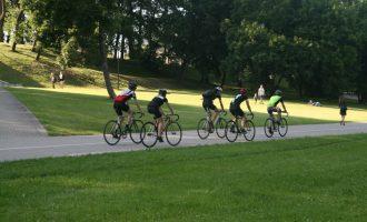 Kas naudingiau organizmui – bėgimas, plaukimas ar dviratis?