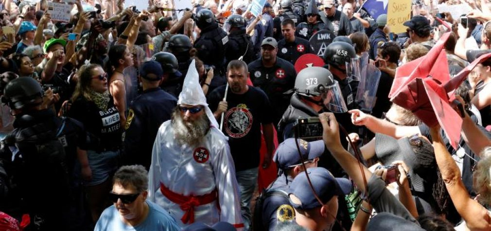 Po Šarlotsvilio interneto kompanijos ėmė cenzūruoti rasistinių grupių turinį jį uždrausdamos
