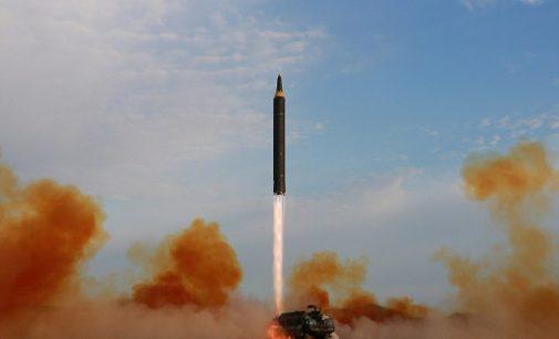 JAV renkasi kurioje vietoje numuš Šiaurės Korėjos raketas ir tai yra Rusijos oro erdvė