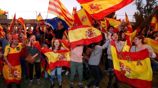 Mitingas Barselonoje palaikant vieningą Ispaniją ir nacionalinę policiją