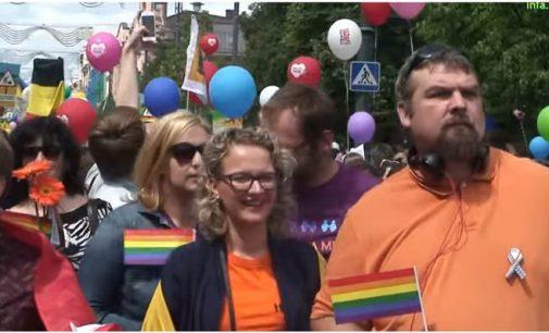 Visuomenės ir politikų nuomonės apie LGBT tyrimas parodė, jog?