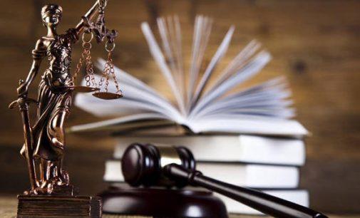 Teismo už šmeižtą nuteistas internete Simono Kroydono pseudonimu žinomas lietuvis kaltės nepripažino