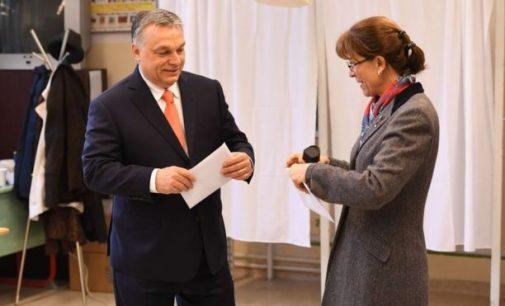 """Viktoras Orbanas ir """"Fides"""" švenčia pergalę Vengrijos rinkimuose"""