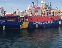 Italija ragina areštuoti laivą su nelegalais