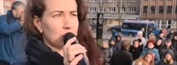 """Klaipėdoje įvyko mitingas """"Už šeimą"""" – dalyvavo virš 1000 žmonių"""