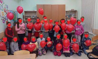 Lietuva su raudonais balionais išėjo į gatves (nuotraukos)