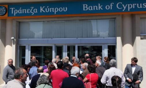 EK reikalauja 11 ES šalių narių priimti bankų gelbėjimo taisykles