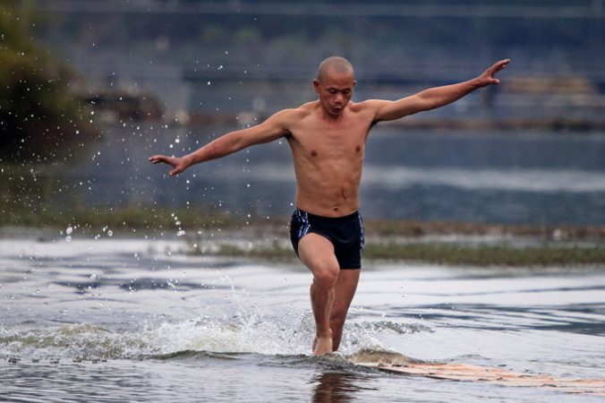bėga vandeniu