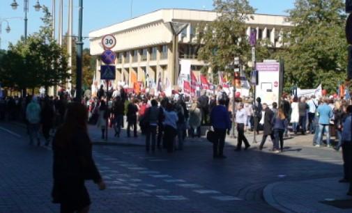 """Profsąjungų mitingas prieš naują socialinį modelį, """"Baudžiavai darbe – Ne!"""""""