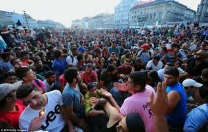 pabegeliai Budapešto stotyje