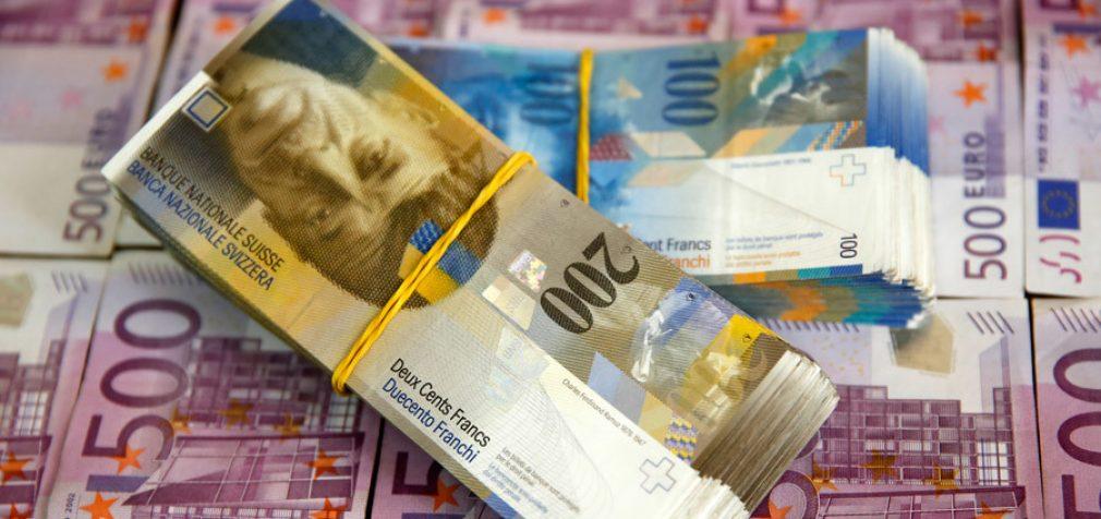 Šveicarija rengia referendumą dėl draudimo privatiems bankams kurti pinigus