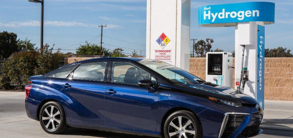 Toyota pradeda serijinę vandenilinių automobilių gamybą