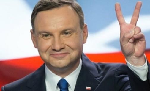 Lenkijos prezidentas pateikė Seimui įstatymo projektą dėl pensijinio amžiaus mažinimo