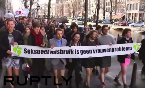Olandai rado būdą kaip apginti moteris: išėjo į gatves su mini sijonėliais