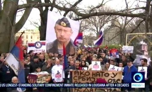 Press TV: Tūkstančiai serbų protestavo gatvėse prieš NATO