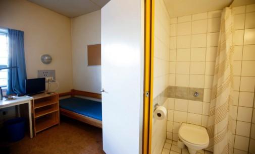 Žudikas Andersas Breivikas pareiškė, kad kalėjimo sąlygos pažeidžia jo teises