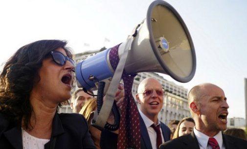 Nežiūrint į visuotinius protestus, Graikijos parlamentas patvirtino pensijų reformą